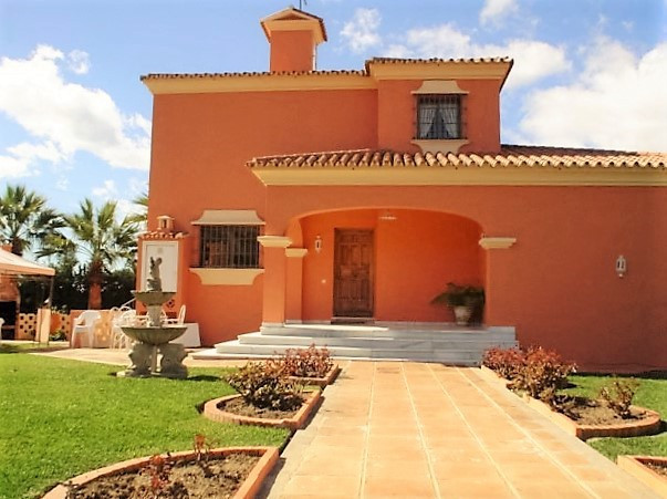 Magnificent villa of 420m2 built on a plot of 1. 050m2 .  The layout of the house is:  6 bedrooms, 3,Spain