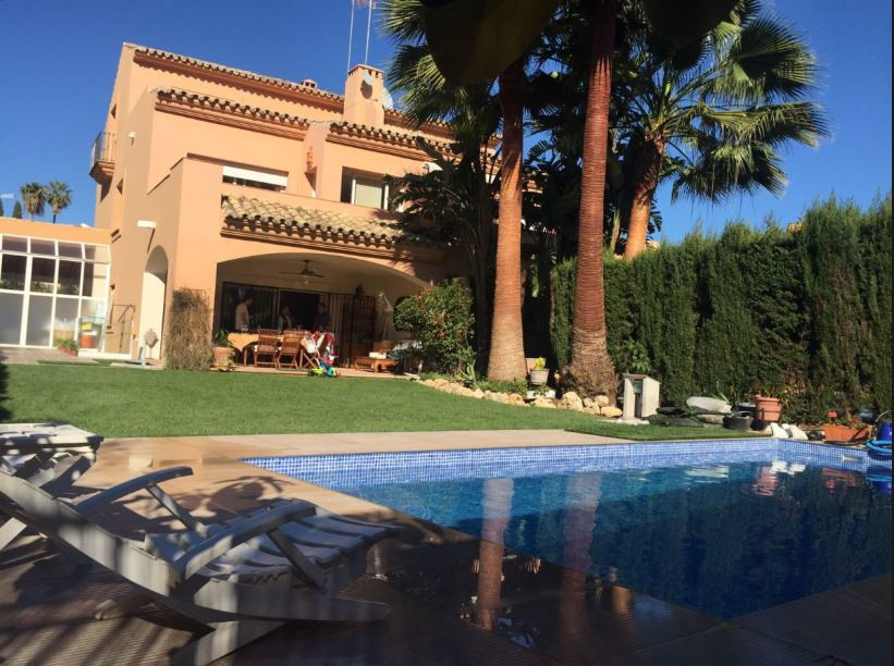 Magnificent townhouse with the best qualities, modern and practically new construction.   4 bedrooms, Spain