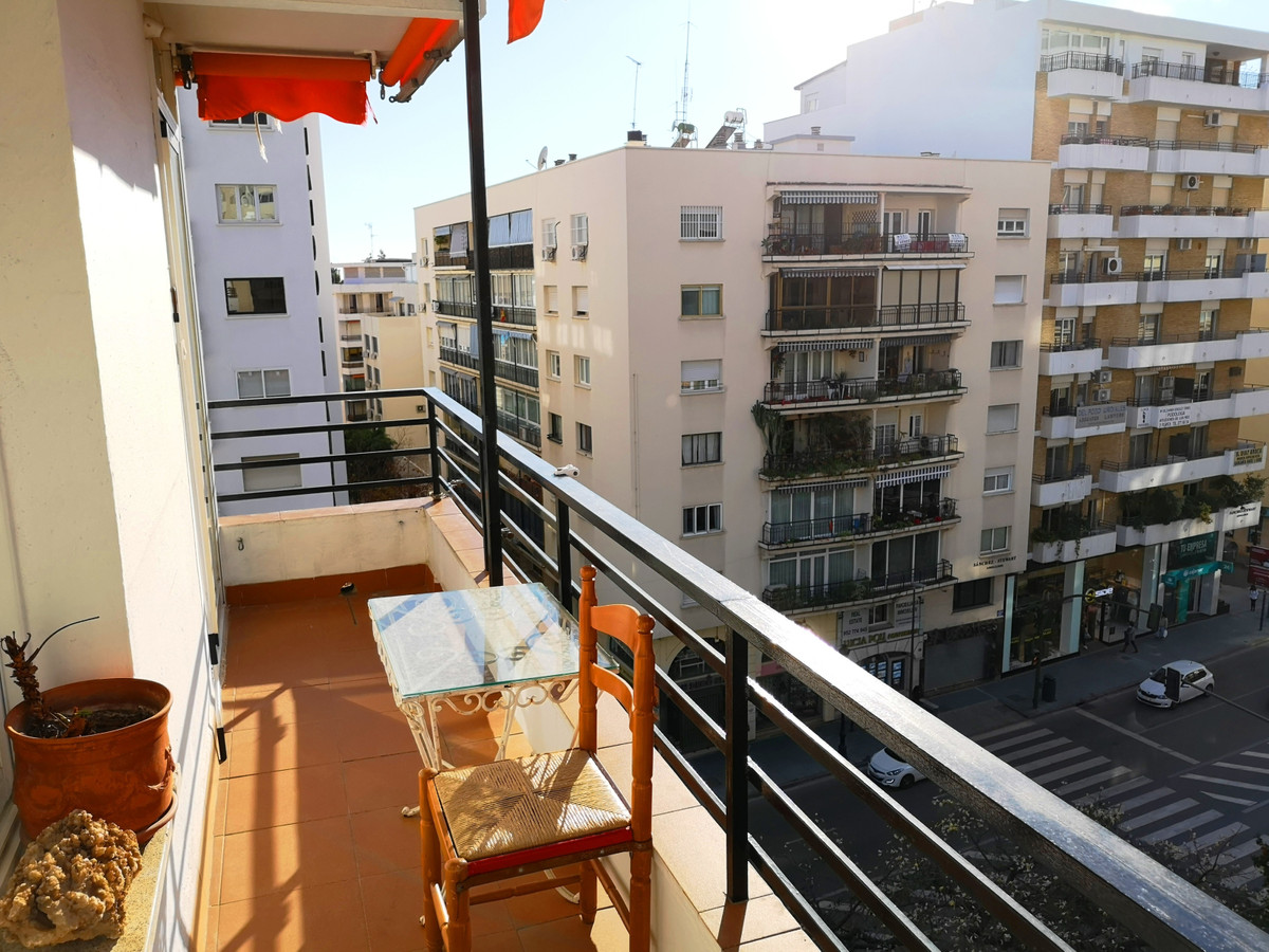 Spacious apartment in the center of Marbella, on Avenida Ricardo Soriano.  The apartment has 4 bedro, Spain