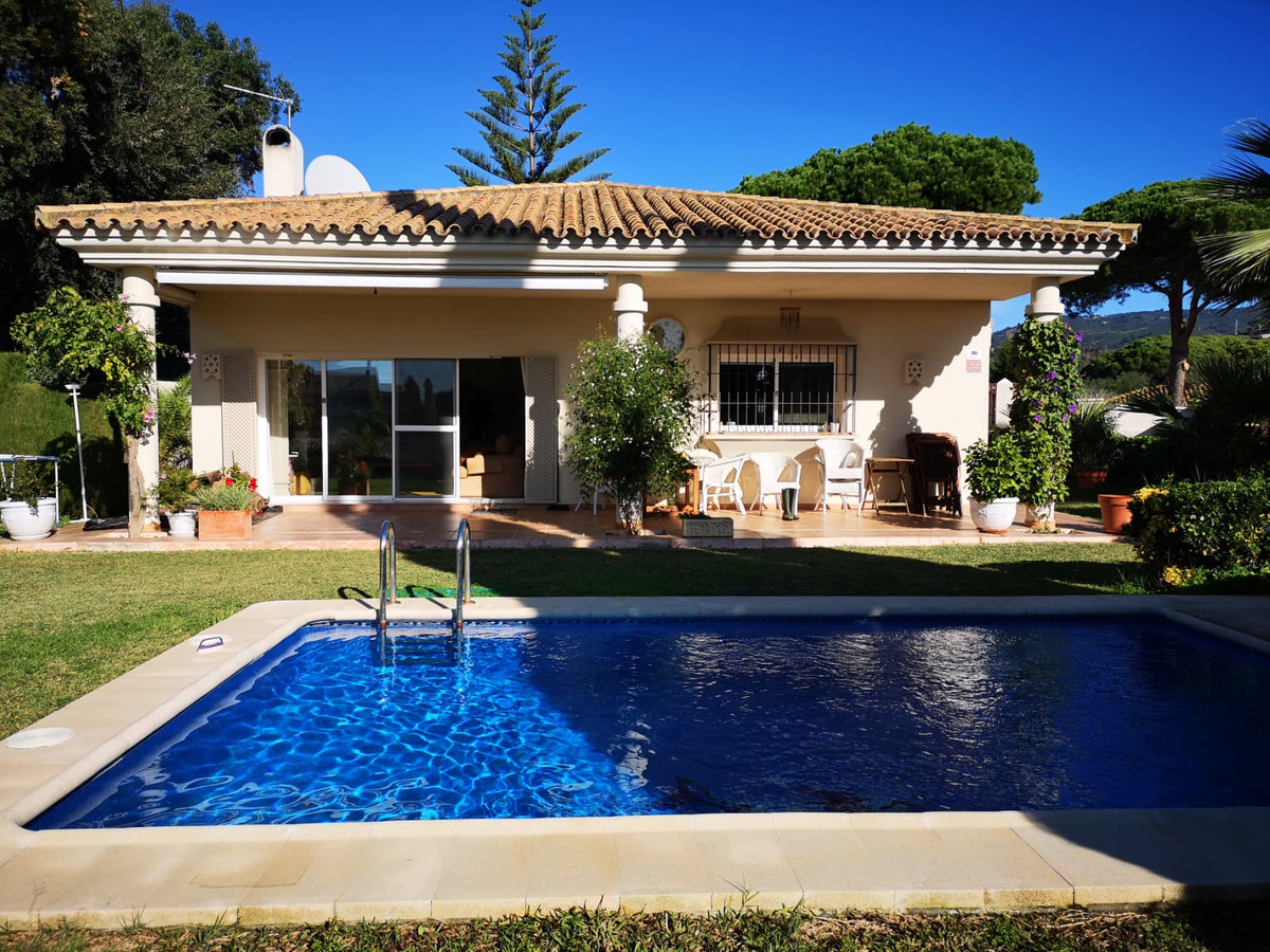 Magnificent independent villa in the area of ??Las Chapas in Marbella.  135m2 built and 1.400m2 plot, Spain