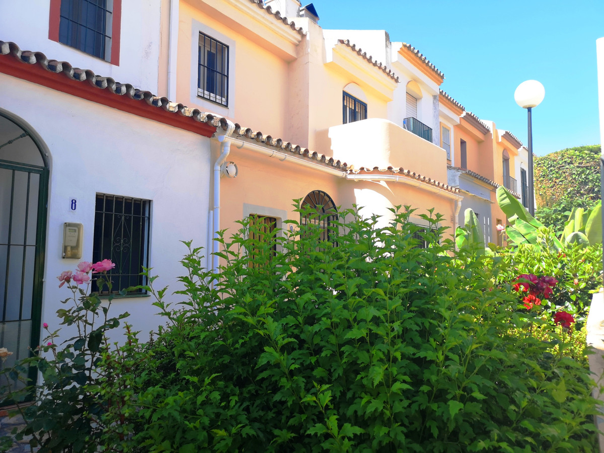 Magnificent townhouse with 3 bedrooms, 2 bathrooms, this property has a community pool, 2 community ,Spain