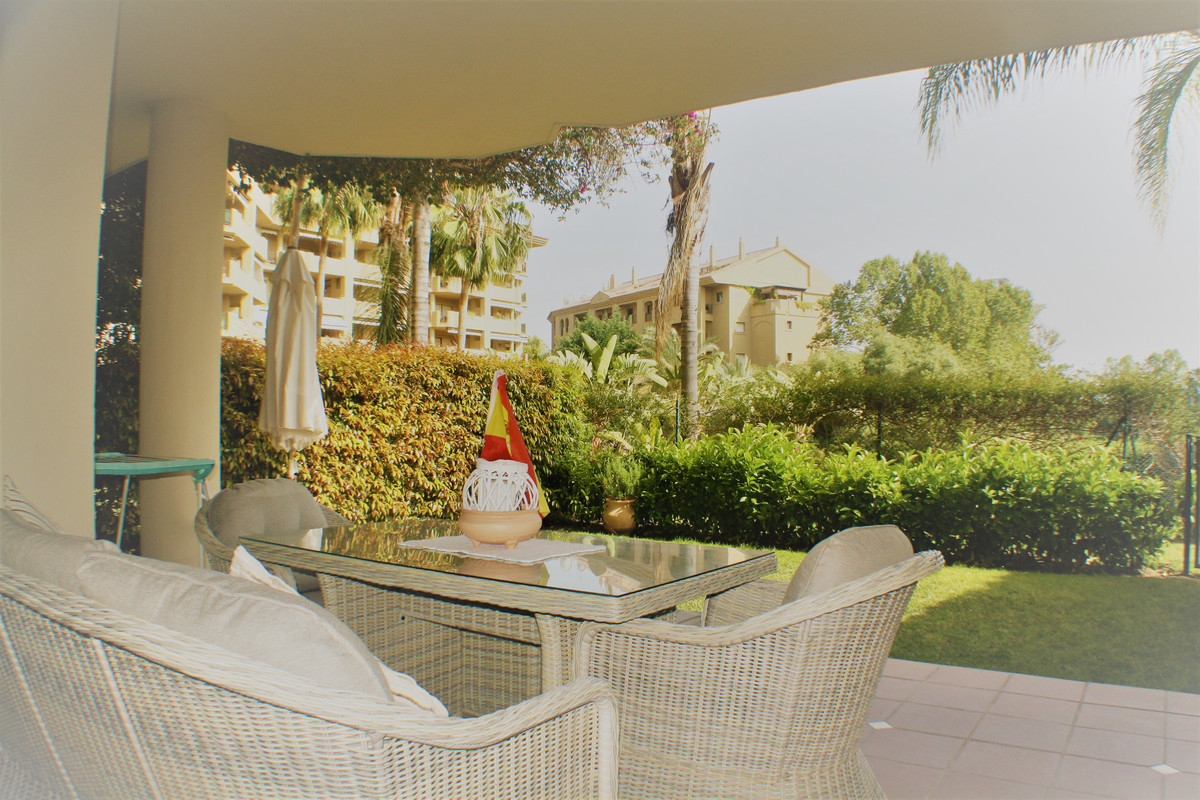 Ground floor apartment in one of the best urbanizations in Guadalmina Alta, 10 minutes walk from dow,Spain