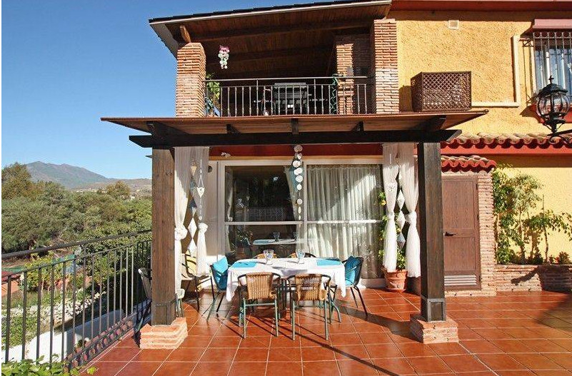 Three fully independent single-family homes united in a single three-storey house with swimming pool, Spain
