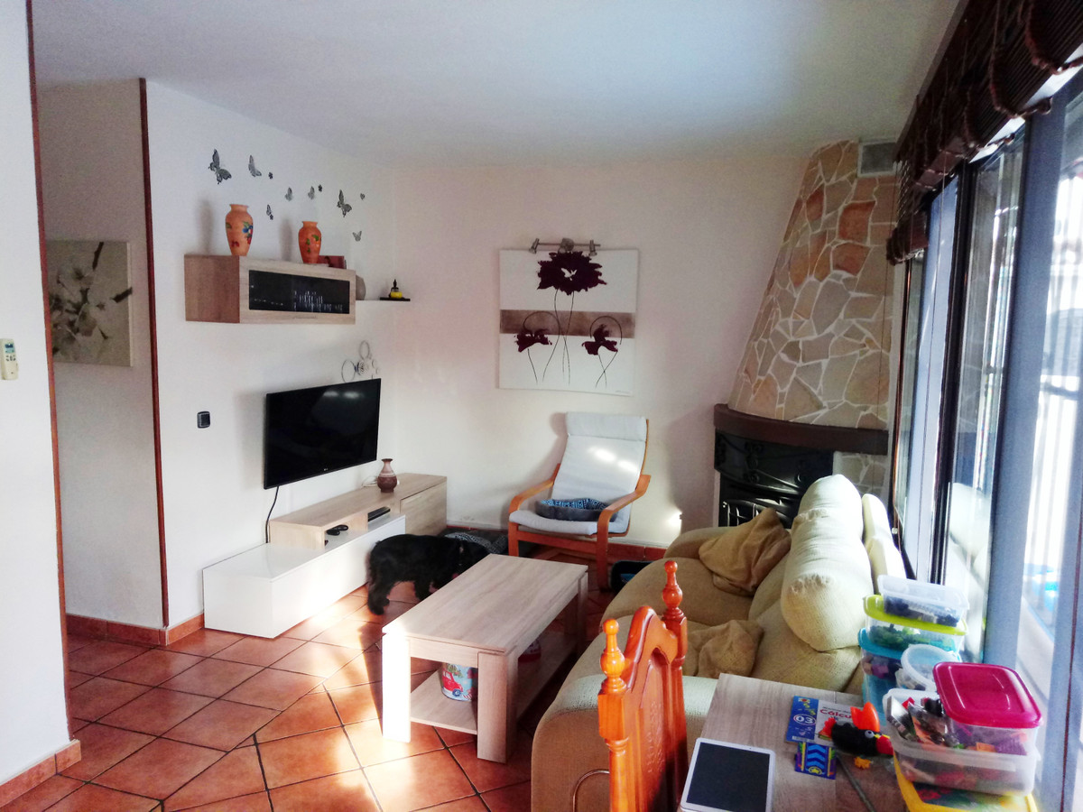 Flirty renovated semi-detached house ready to move into.  The house has air conditioning, beautiful , Spain