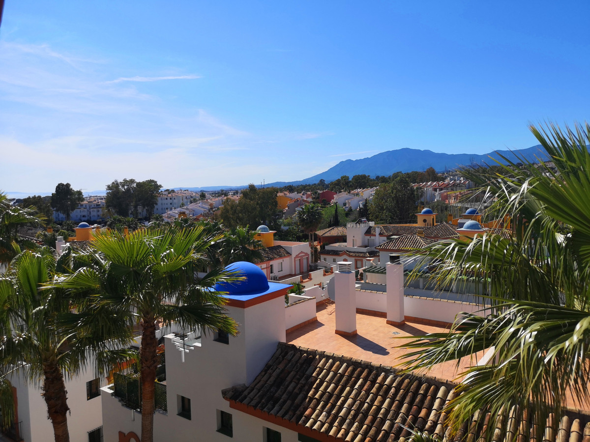 Spacious and bright high quality Penthouse.  Upon entering there is a spacious living room with the ,Spain