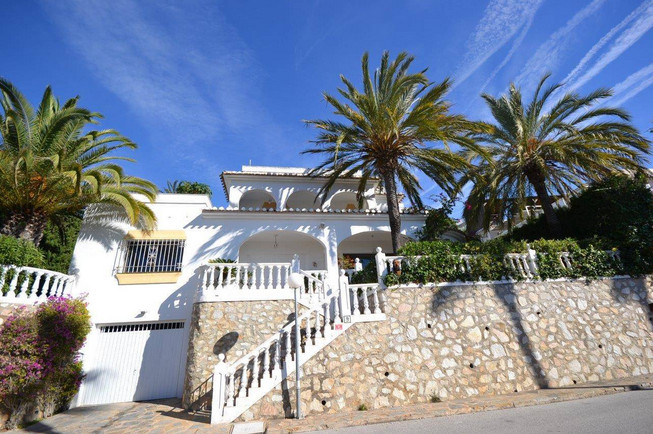 Cozy family villa located in a private complex with communal gardens and beautiful pool area. The vi, Spain