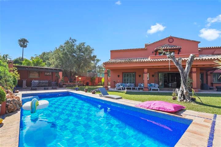 Exceptional villa in an unbeatable location, Puerto Banus  600m2 built on a plot of 1250m2 with one ,Spain