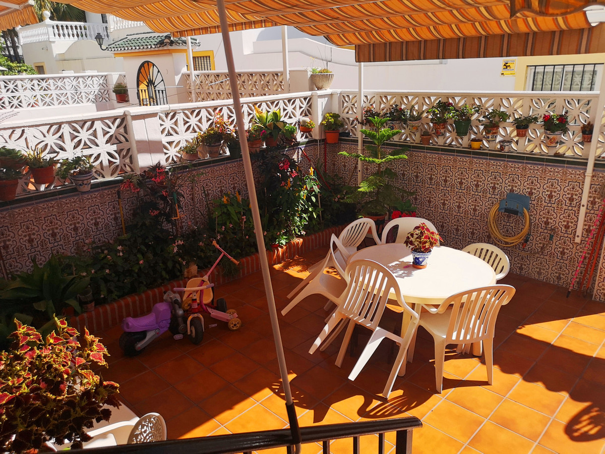 Nice terraced house with 6 bedrooms and 4 bathrooms.  This property has a swimming pool (Community),,Spain