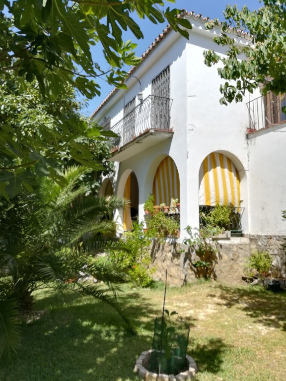 EXCELLENT VILLA IN THE MIDDLE CENTRO DE MARBELLA  Great opportunity to acquire hdetached villa in th,Spain