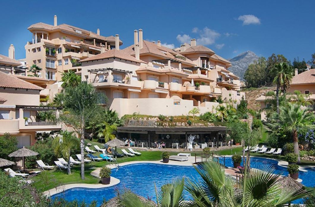 Beautiful apartment in Nueva Andalucia situated in a gated complex which includes security 24h, gym,Spain