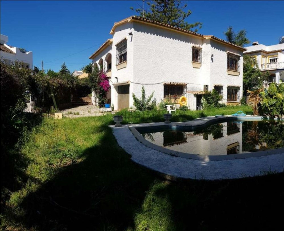 Detached Villa in Estepona R3123643