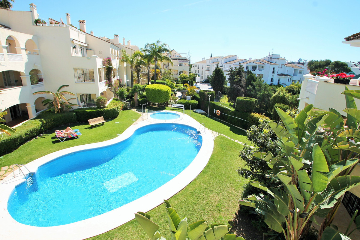 A gorgeous, spacious, bright and totally Scandi style 3 bed 2 bath penthouse duplex in el Paraiso, wSpain