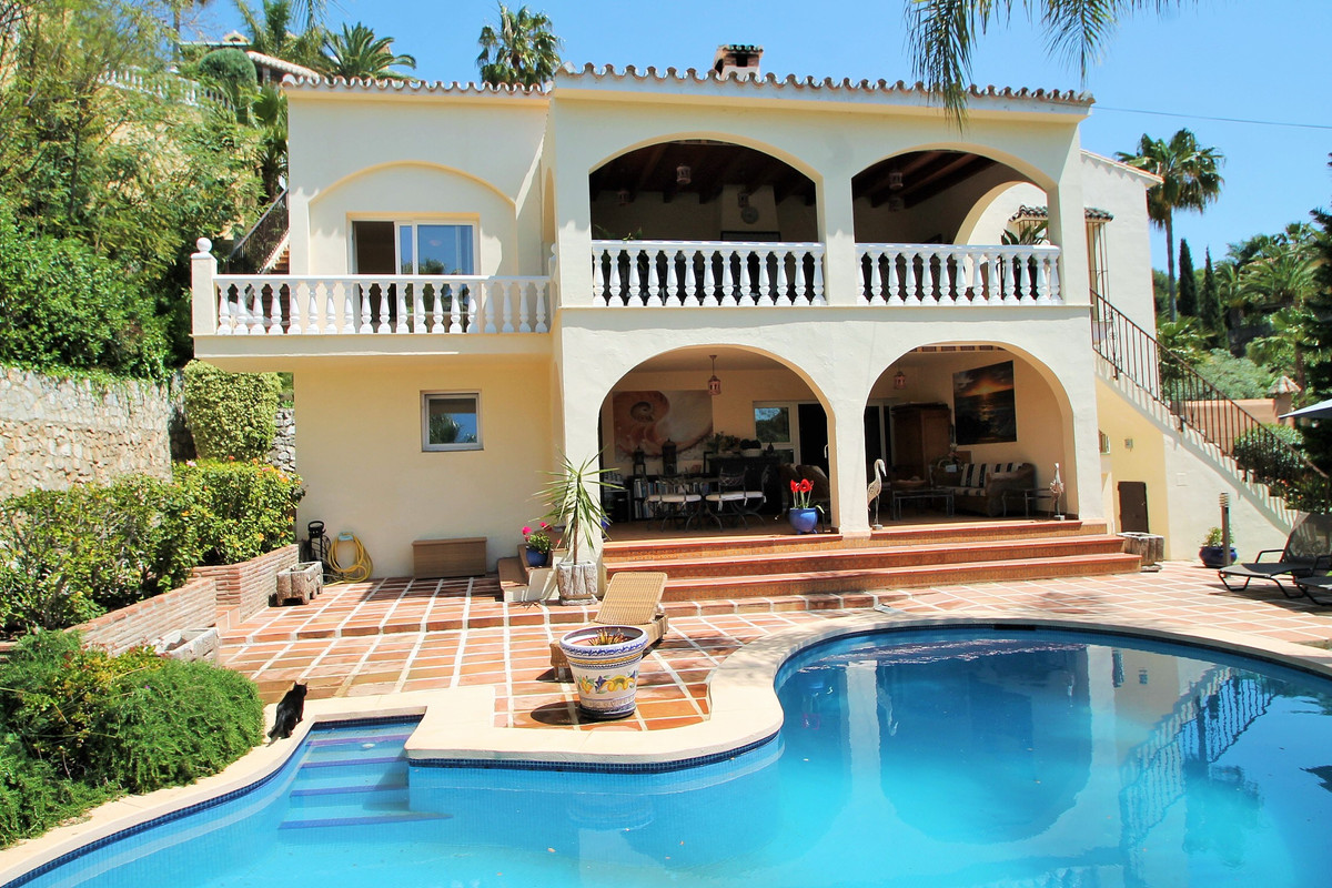 Amazing detached villa in  El Rosario with beautiful huge garden and solarium on the roof and privat,Spain