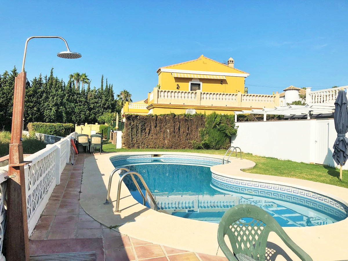 CHEAP!!  Fantastic semi detached villa at the entrance of Sierrizuela at a price of madness.  Plot o, Spain