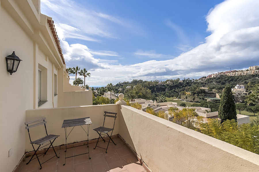 Gorgeous penthouse with magnificent views in La Quinta Hills.  With 2 bedrooms and 2,5 bathrooms thi, Spain