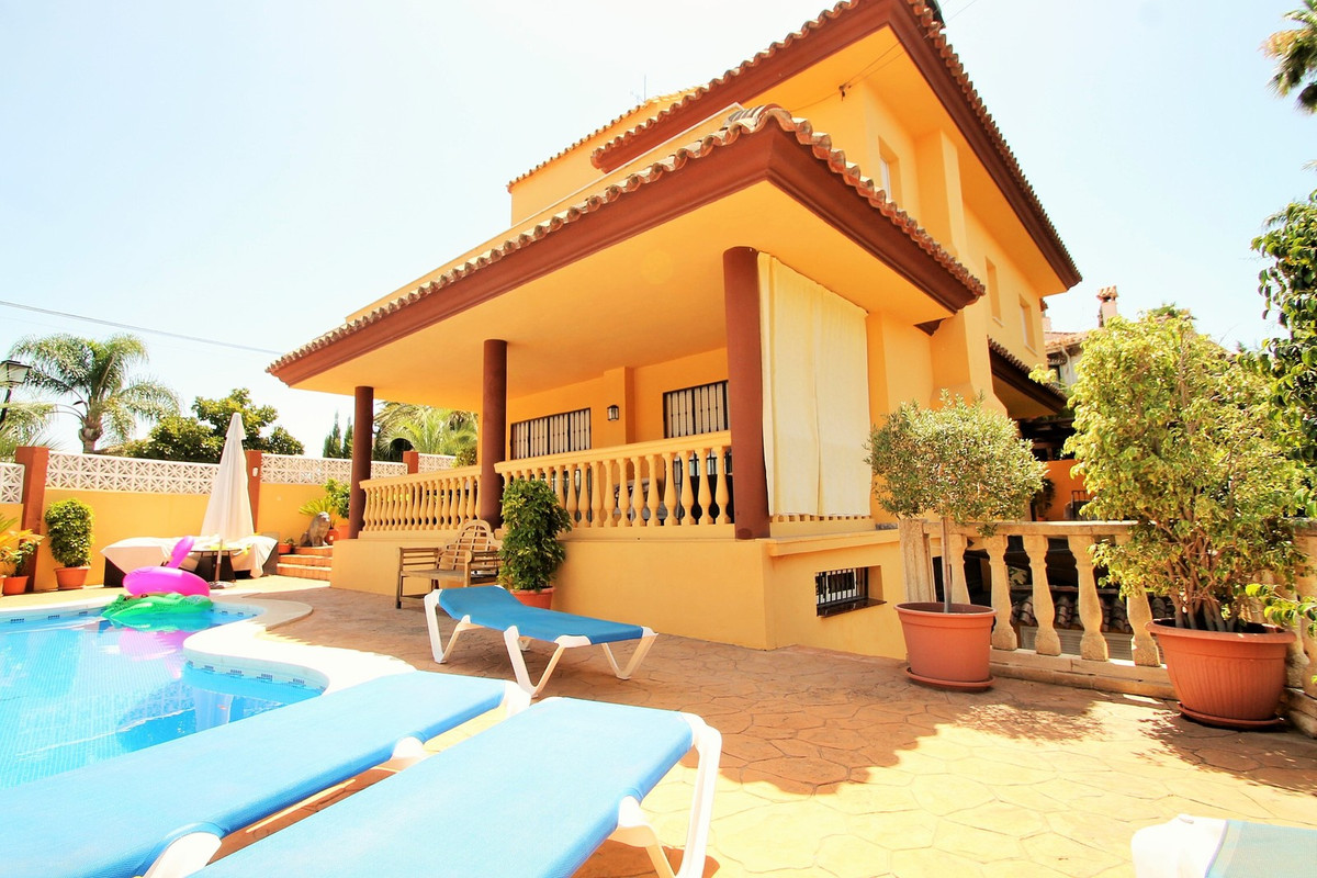 Beautiful detached Villa in Nueva Andalucia composed of 3 floors with many terraces and a solarium w,Spain