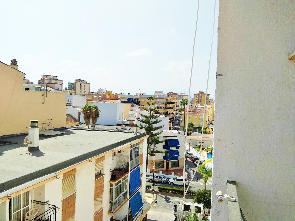 A 3 bed apartment with 1 bathroom in the center of Fuengirola 90 meters from the beach.  Located ver, Spain