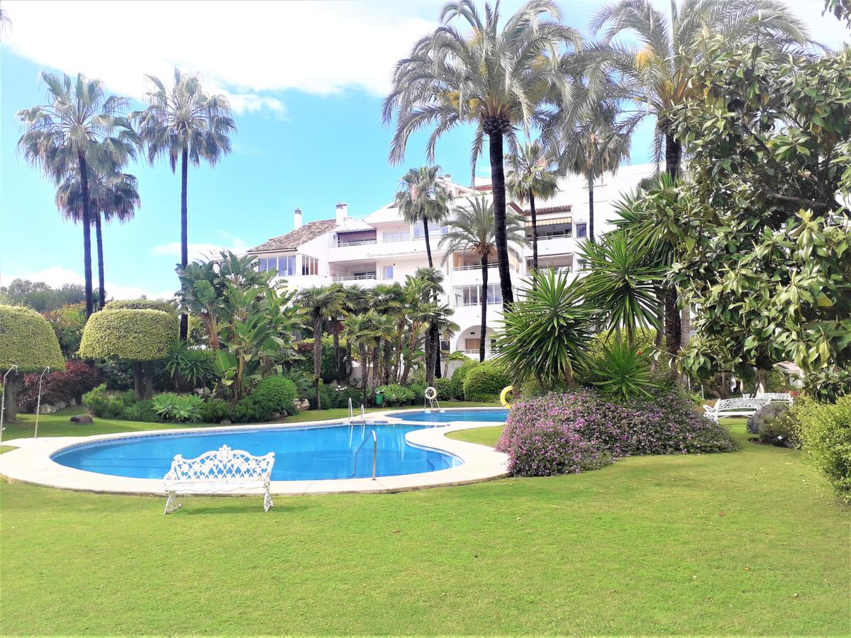 Marbella Banus Apartment for Sale in Atalaya – R3636809