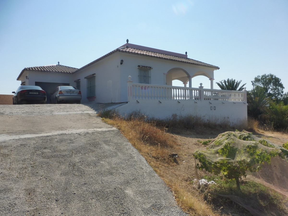 Lovely finca close to sea and mountain on 4000 plot in excellent condition., Spain