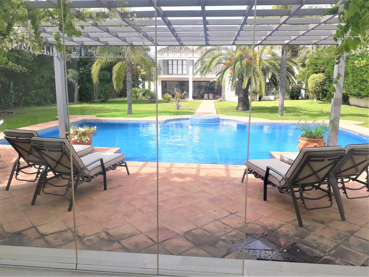 Marbella Banus Villa – Chalet en Venta en Guadalmina Baja – R3641945
