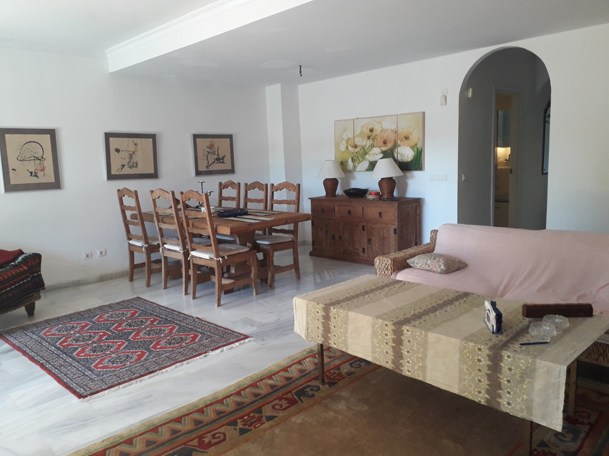 This,spacious, 3 bedroom  townhouse  is ideal for those who appreciate living in a beautiful urbaniz,Spain