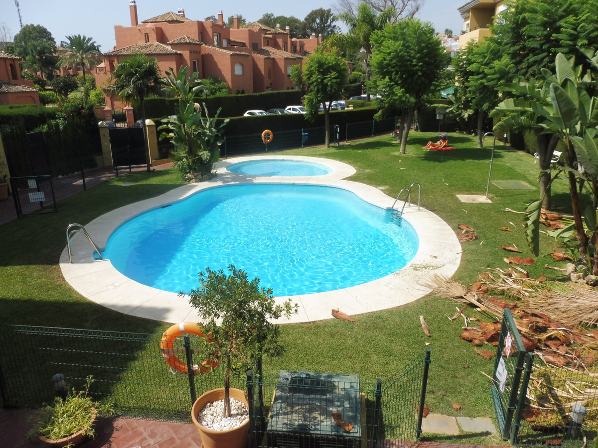 Apartment for sale in Guadalmina Baja