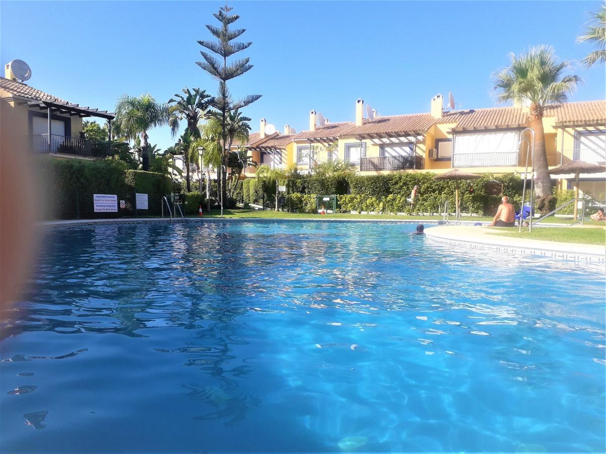 Marbella Banus Adosada en Venta en Puerto Banús – R3521629
