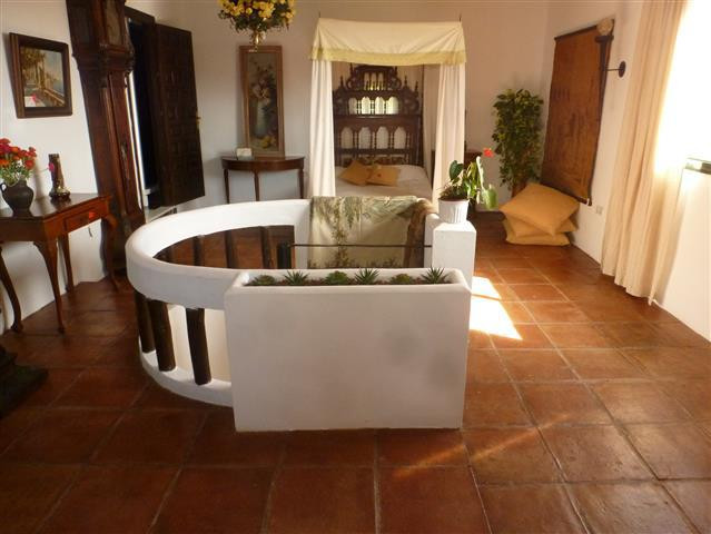 6 Bedroom Villa for sale Estepona