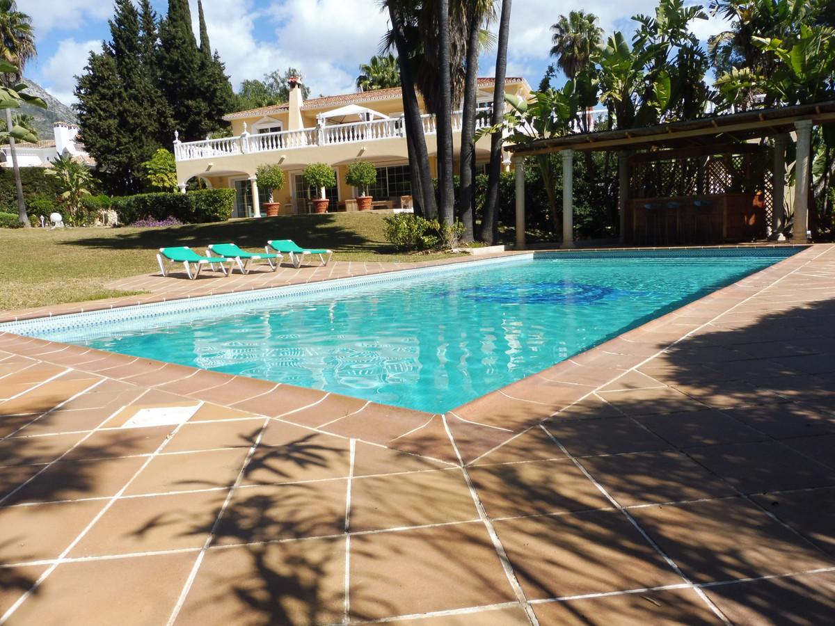 Marbella Banus Villa – Chalet en Venta en Nagüeles – R3378409