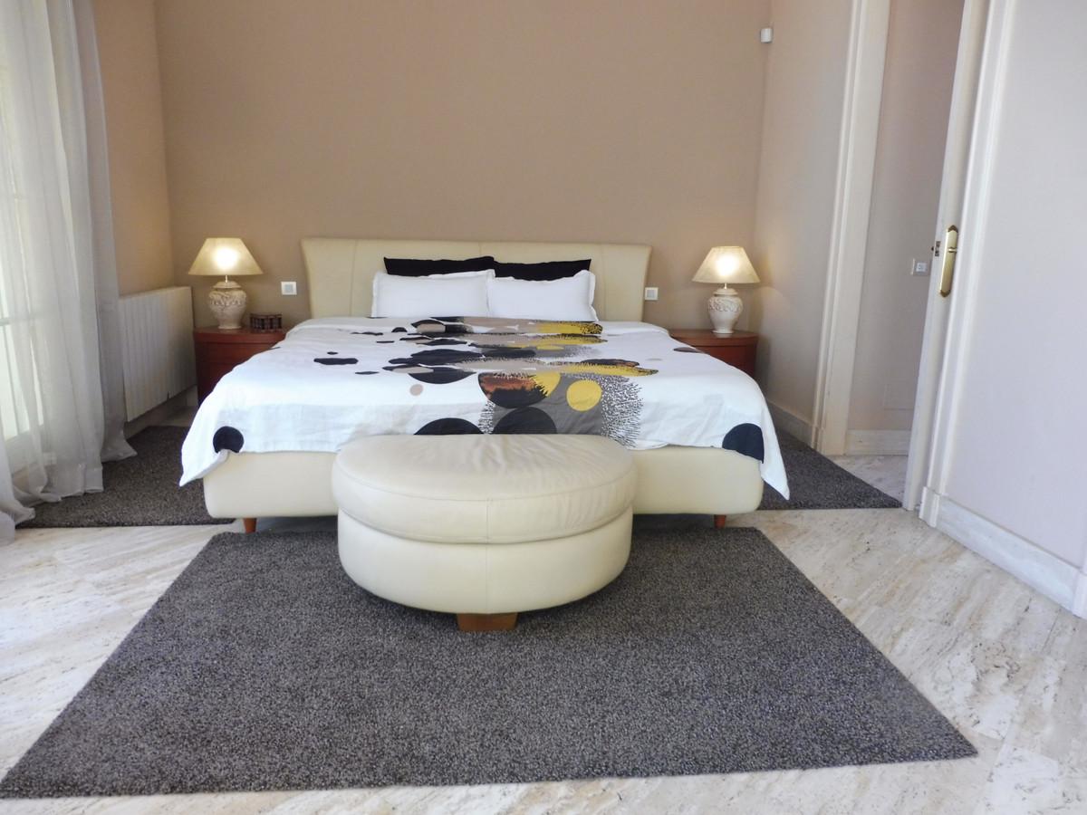 Villa con 6 Dormitorios en Venta Nagüeles