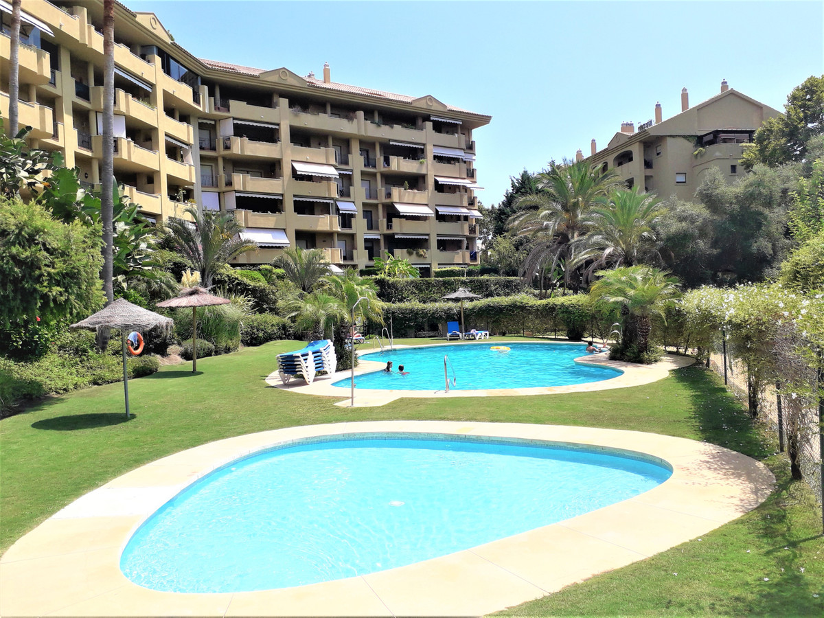 Spacious three bedroom apartment can possibly be rented unfurnished!! with private garden in guard g, Spain