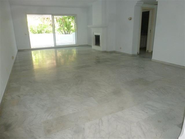 Appartement  Mi-étage en location  à Guadalmina Baja