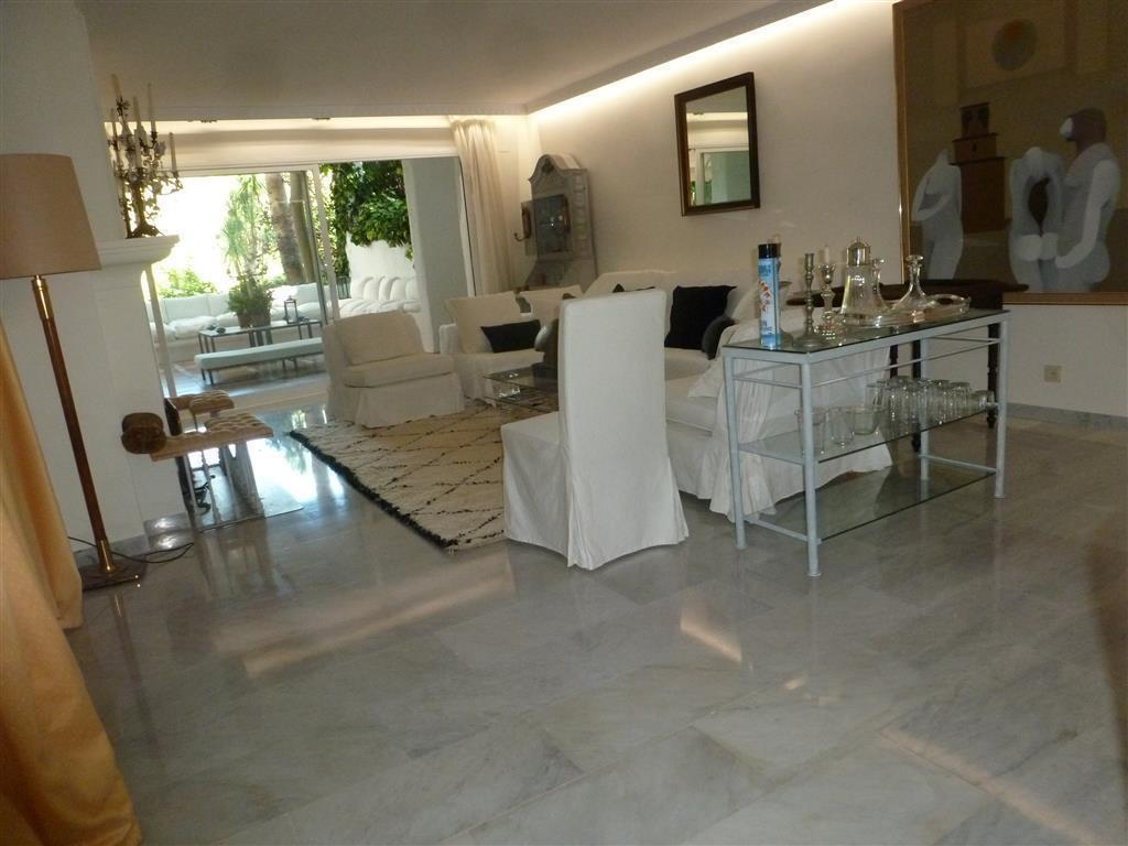 Apartamento Planta Baja en Venta en Guadalmina Baja – R2962949