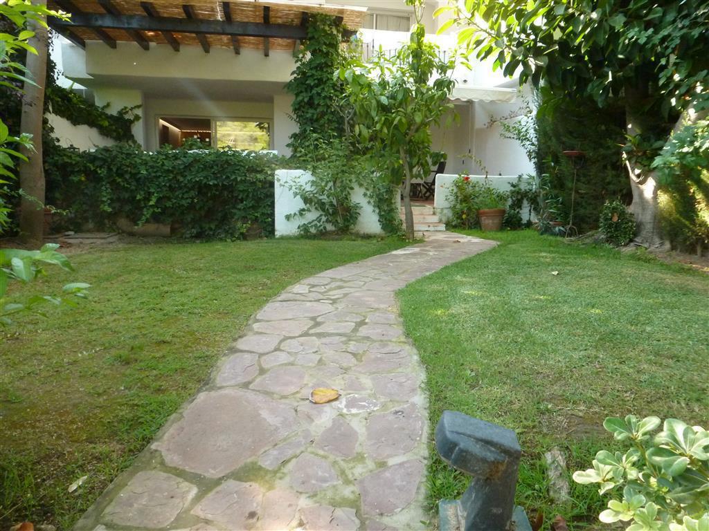 Apartamento con 2 Dormitorios en Venta Guadalmina Baja