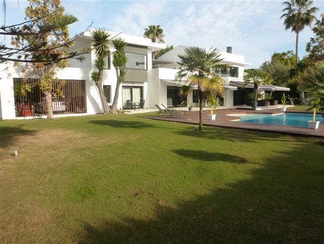 Marbella Banus Villa – Chalet en Venta en Guadalmina Baja – R2552909