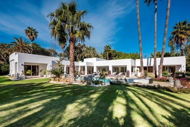 EL PARAISO 5 minutes to Puerto Banus,and Marbella. Stunning luxurious villa refurbished to high qual, Spain