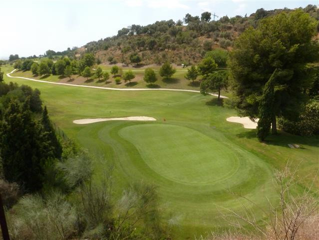 This frontline golf plot located in La Alquieria has the possibility to  build a 550 square meter vi, Spain