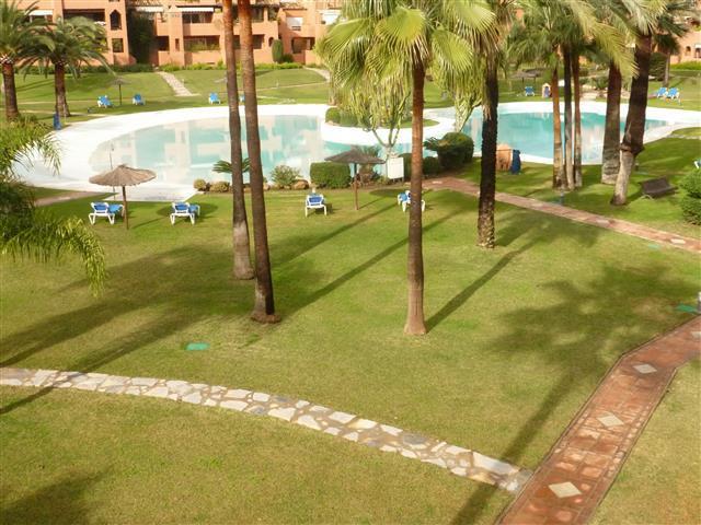 Apartamento con 5 Dormitorios en Venta Guadalmina Baja