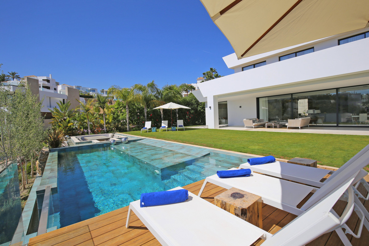Villa for Sale <br/> in Benahavís