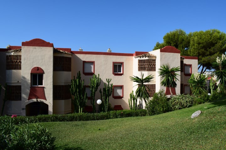 CLUB CARONTE - LOWER RIVIERA DEL SOL  WITH SEA VIEWS, AFTERNOON SUN, WALKING DISTANCE TO AMENITIES A, Spain