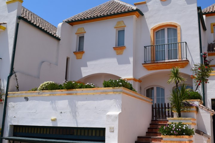 Spacious and bright townhouse located in the very sought after luxury complex of Islas de MirafloresSpain