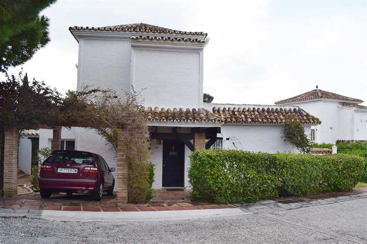 Detached Villa located in the very sought after Cielo de Calahonda. Quiet community with beautiful g, Spain
