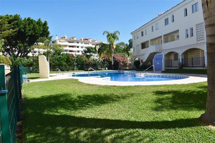 Ground floor duplex apartment located in a well kept, quiet community in lower Calahonda.Communal po, Spain