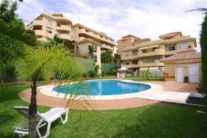 Beautiful elevated ground floor apartment set in a small, quiet community in the upper part of Rivie,Spain
