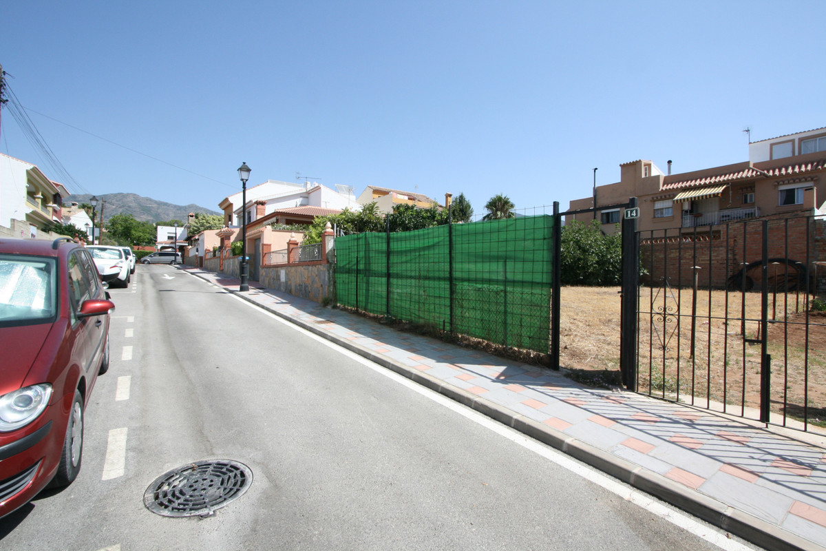 Building plot of 215 m2 for a family house to be built of approximately 160 m2 with two floors in th, Spain
