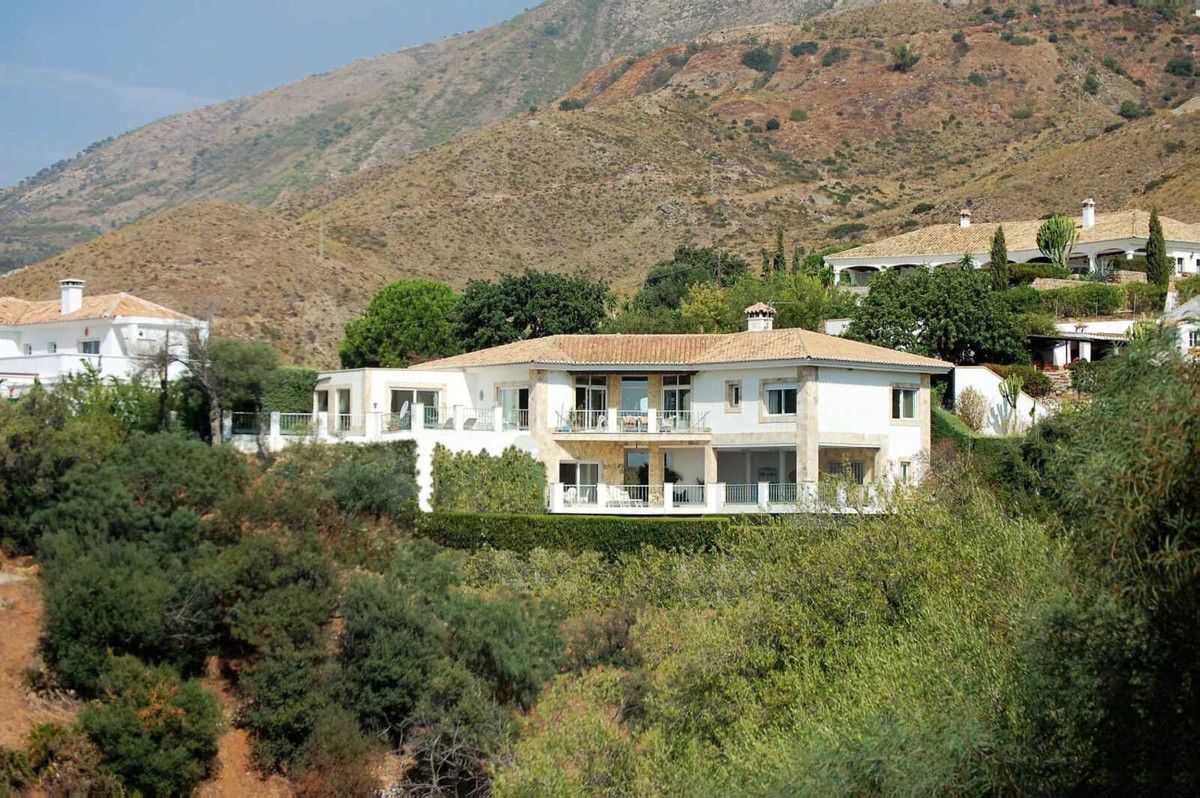 A beautiful villa built on two storeys and located in a peaceful, natural and well maintained area v,Spain