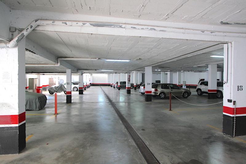 Parking in Mijas Golf