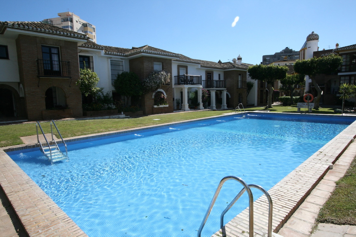 A charming two bedroom one bathroom top floor apartment in one of the most beautiful and tranquil ur, Spain
