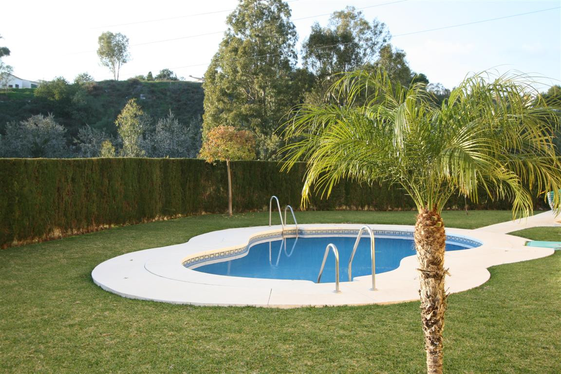 Very sunny two bedroom, one bathroom apartment with a spacious living room and sunny terrace. The co,Spain