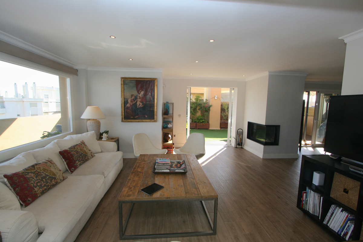Top floor apartment in Fuengirola walking distance from all amenities, shopping centres, schools, et,Spain
